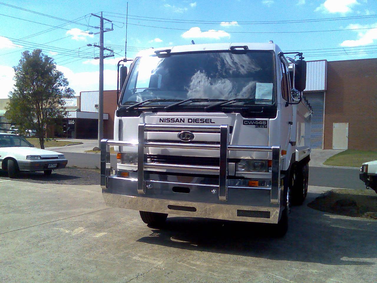 Slider-4-Nissan-Diesel-CW-445-Bullbar
